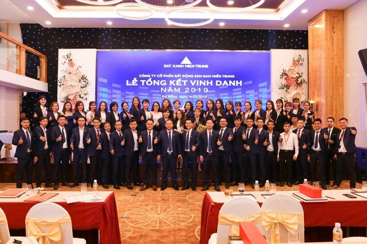 Lễ tổng kết vinh danh nhân viên xuất sắc của công ty bất động sản Đất Xanh miền Trung