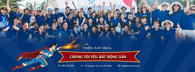 Tập thể nhân viên công ty bất động sản Thiên Kim Real